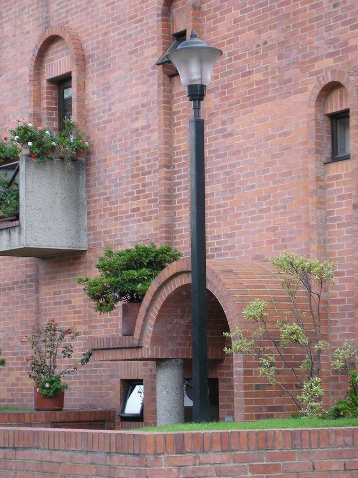 Poste ornamental con farol