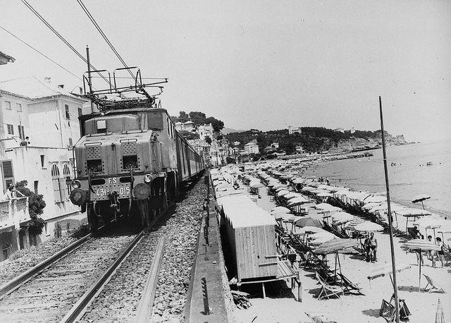 la linea Genova Ventimiglia in uno scatto degli anni '50