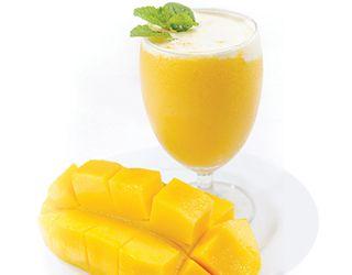 "#Mango #Smoothie Mangoyu ""Yemeye Hazır"" almayı unutmayın.  #yemeyehazir #meyvelitarifler #saglikliyasam #hafif #kahvalti #detoks #fit #fittarifler #detoks #iyihisset"