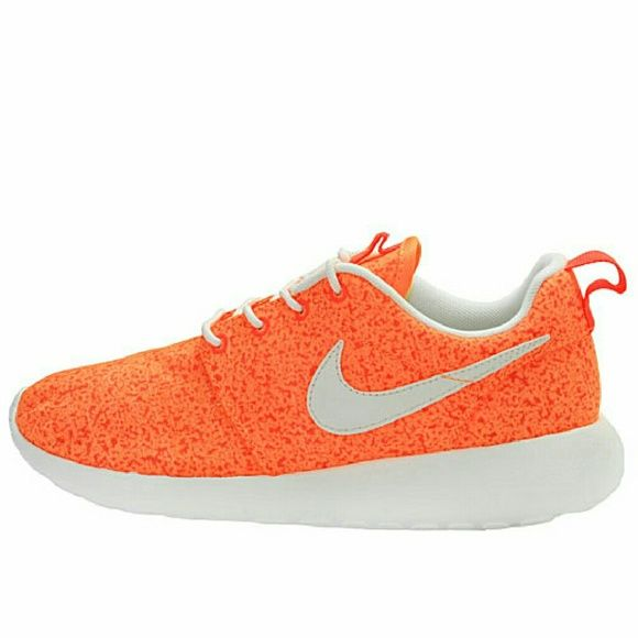 ??$120 SALE?? Nike Roshe Run Orange Speckle NO Trades NO Swaps NO Lowballing $120  DESCRIPTION Women's Nike Roshe Runs in White and Orange  SIZE 9 Women's  PRICE The price is negotiable. Serious buyers, please submit your best offer.  * These shoes are RARE & deadstock.  Related: roshe run kaishi jordans free run flyknit Nike Shoes Sneakers