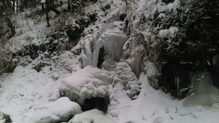 Cascada congelada de Rumanía.