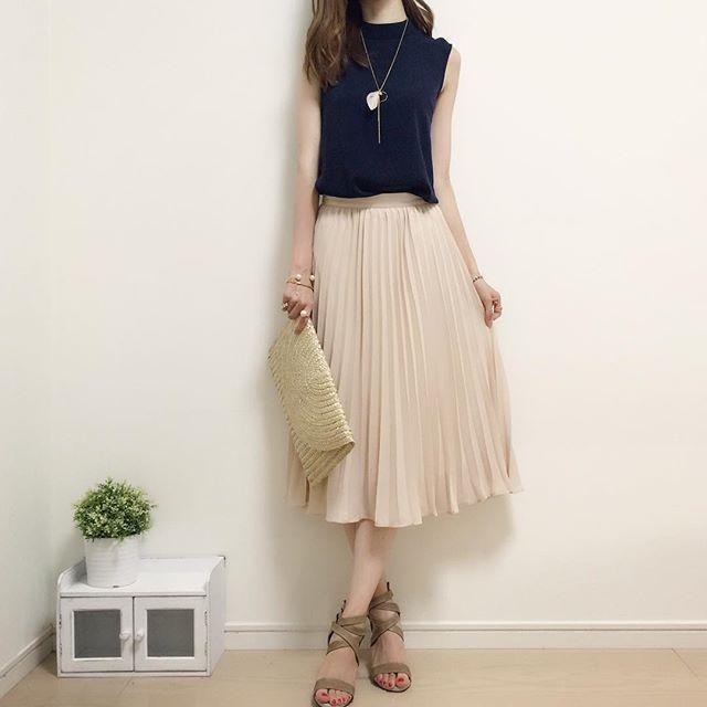 #今日のコーデ ♪ ネイビーのハイネックブラウスにプリーツスカートとレースアップサンダルを合わせてみました^ω^ ネイビーって重たくならないのに落ち着いた雰囲気になるから好き♡ tops#UNIQLO skirt#gu sandal#selectshop #handmadeaccessory#fashion#outfit#style#code#accessory#kurashiru#ponte_fashion#ジユジョ#ハンドメイドアクセサリー#イヤリング#ピアス#ネックレス#ビジュー#プチプラ#プチプラコーデ#シンプル#シンプルコーデ#コーデ#コーディネート#kaumo#ジーユー#gumania#locari