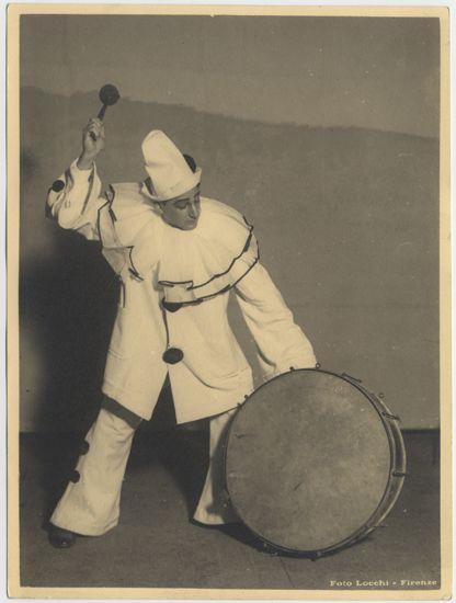 Pedro Mirassou, Tenor argentino en Pagliacci, 1934. Colección de Fotografías, Centro de Documentación de las Artes Escénicas del Teatro Municipal de Santiago.