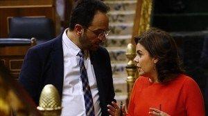 El PSOE pide subir el salario mínimo un 8% para apoyar el objetivo de déficit (que no se bajen ellos el sueldo, que se lo suban otra vez por esta gran acción del PPSOE que total no va a ningún lado, heee, pero queda bien ante los borregos que les botan, si señor, menudo sacrificio el suyo)