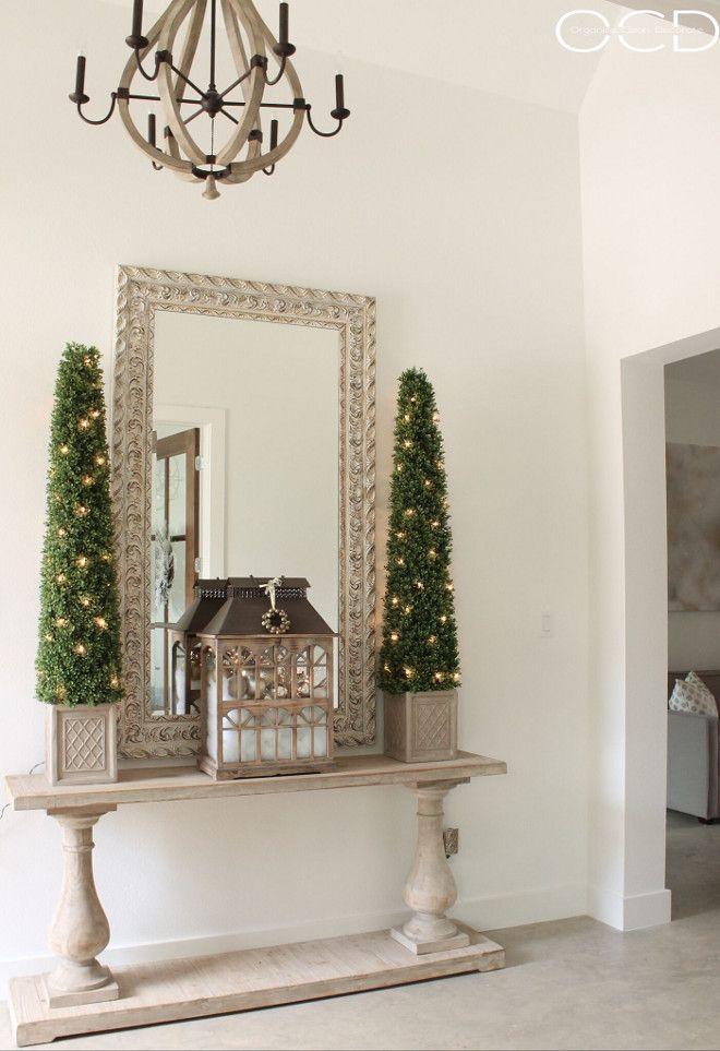 Neutral Christmas Foyer. Christmas Foyer. Christmas Foyer Ideas. Neutral Christmas Foyer. Neutral Christmas Foyer <Neutral Christmas Foyer> #NeutralChristmasFoyer #ChristmasFoyer #ChristmasFoyerIdeas #Christmas #Foyer Beautiful Homes of Instagram organizecleandecorate