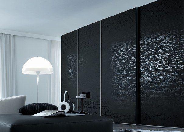 Зеркальный шкаф-купе черное зеркало