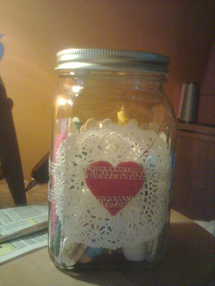 frasco decorado con blondas, cintas y polar