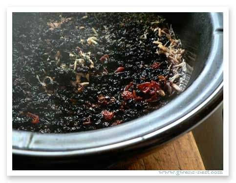 Elderberry Recipes | Gwens Nest - How to Make your Own Elderberry Syrup in the Crock Pot! This looks really Doable!