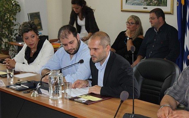 Αποχώρησε η παράταξη Καραμπατζού από το Δημοτικό Συμβούλιο Νάουσας καταγγέλοντας τον δήμαρχο για το θέμα του Χριστουγεννιάτικου Πάρκου