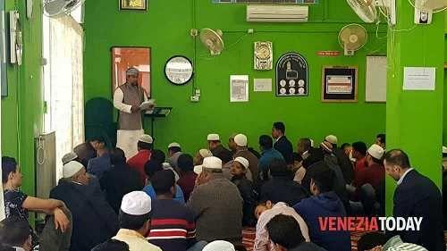 Veneto: #Ripetute #riunioni nella #comunità islamica: c'è l'ipotesi di preghiera in via Sernaglia (link: http://ift.tt/2ntE1WO )