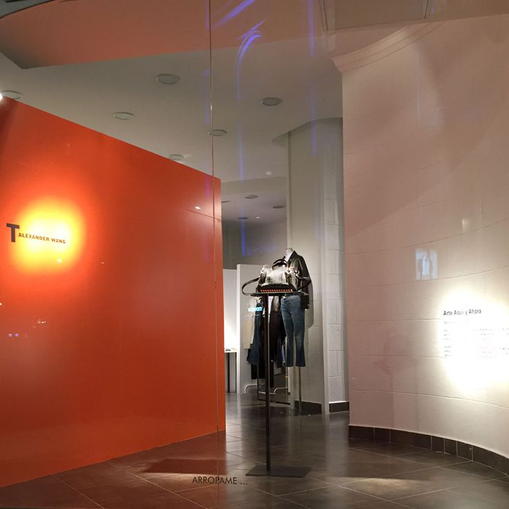 Work for the presentation of the S/S2016 collections by Alexander Wang and Irie Wash. #arropame #conceptstore #bilbao #ss2016 #AlexanderWang #IrieWash #ArteAquiYAhora #arte #fashion #moda