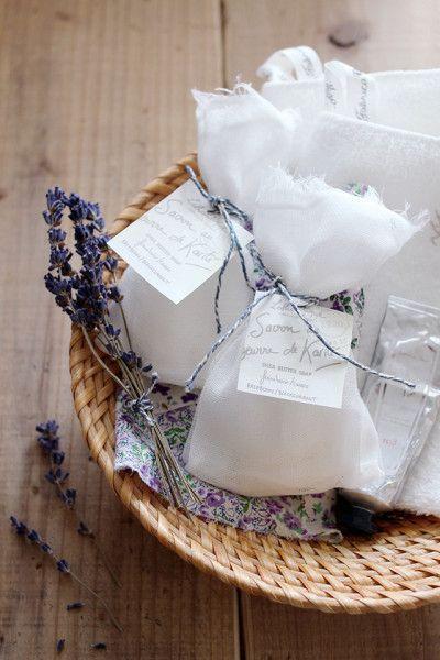 どこの家にも余りがちな石鹸、実は超簡単にサシェに変身させることが出来るんです。サシェにすれば、家中の様々な場所で活用することが出来ますよ。ここでは、石鹸サシェの作り方、DIYデザイン例、そして活用術を紹介します。