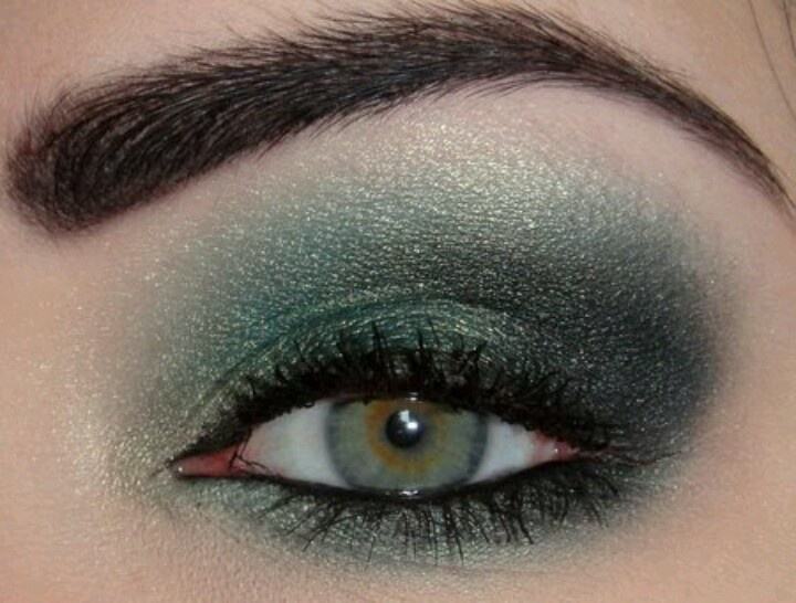Makeup styles for hazel eyes