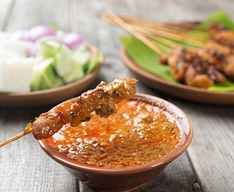 Super lækre thailandske kyllinge-sticks med jordnøddesovs, også kaldet kyllinge-satay, .... mums!