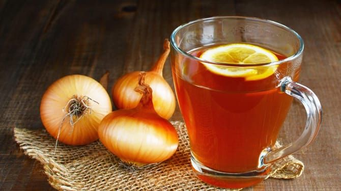 Čaj z jabĺk a cibule podávajte trikrát denne