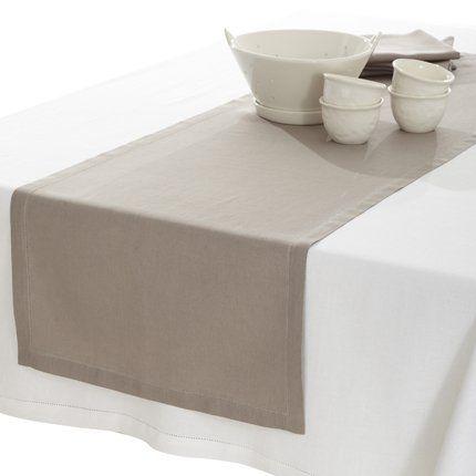 Mantel blanco y camino de mesa de lino beige