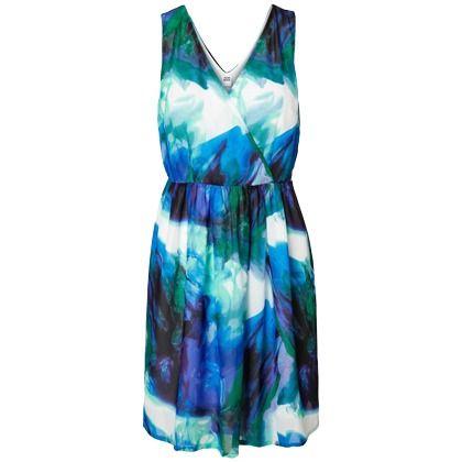 #stylefruitsopvakantie  Deze jurk vind ik echt super mooi omdat het mijn lievelings kleur blauw en wit bevat. het groene past er goed bij en voor mij de perfecte pasvorm voor zandloper figuur, en perfect over de bloemen bikini