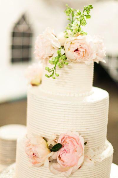 Wedding - Cake: Peonie, Cakes Ideas, Pastel Pink, Simple Cakes, Fresh Flowers, White Cakes, Cakes Flowers, Cakes Wedding, White Wedding Cakes