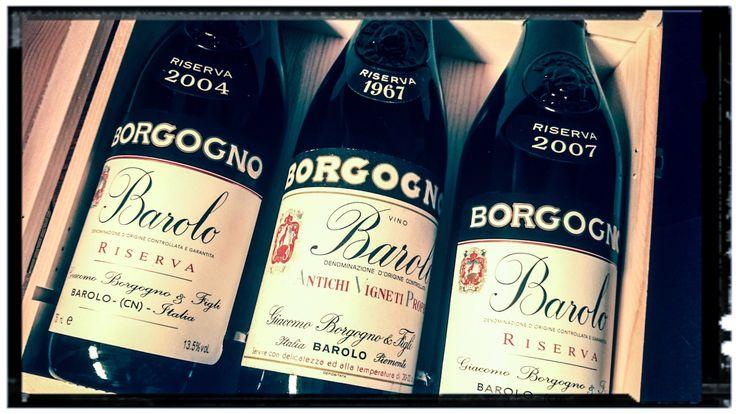 W pierwszej części cyklu artykułów o wybitnych, ciekawych i kolekcjonerskich winach, zaprezentowałem Barberę d'Asti z 1943 roku. Dziś zabieram Was kilkadziesiąt kilometrów na południe, do malowniczego miasteczka Barolo, gdzie swoją siedzibę posiada winnica Borgogno.http://exumag.com/pokaz-mi-swoja-butelke-a-powiem-ci-km-jestes-borgogno-barolo-riserva-1967/