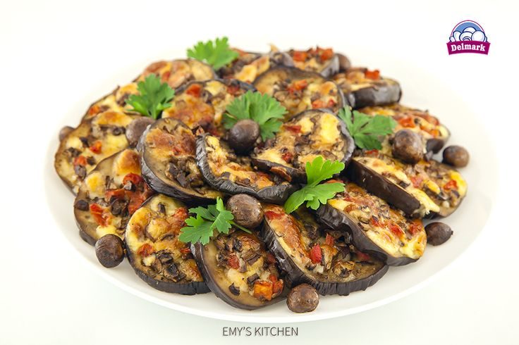 Mini-pizze de vinete cu ciuperci. Reteta completa o vedeti pe site: http://delmark.md/recete/mini-pizze-de-vinete-cu-ciuperci/ … #Delmark #Ciuperci #Mushrooms #ReteteDelmark