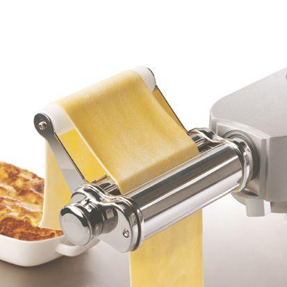 LE LAMINOIR Véritable appareil à pâtes fraîches Italien, le Laminoir est réalisé en acier inoxydable. Il permet de réaliser rapidement et facilement de délicieuses pâtes fraîches maison, et ce en petite, comme en très grande quantité. Référence : AT970A