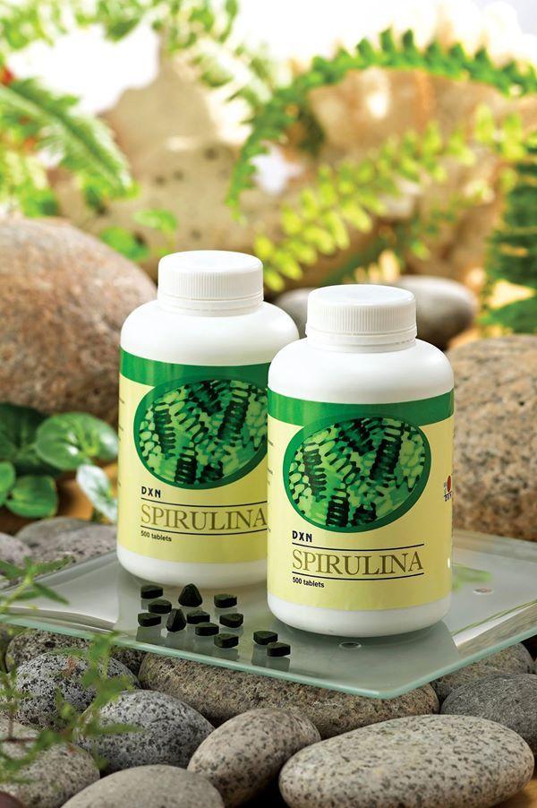 Kezdjük a basic kérdéssel: Mi az a spirulina? A spirulina egy kék-zöld alga. Jelentése kicsi spirál. Elképesztő magas klorofilltartalma van, a napfényt képes tiszta élelemmé alakítani. A WHO elismeri, hogy a spirulina algák 100%-os táplálékot képviselnek, tehát nem átlagos táplálékkiegészítők, hanem valódi értékes tápláléka a szervezetünknek. Nem véletlen, hogy a …