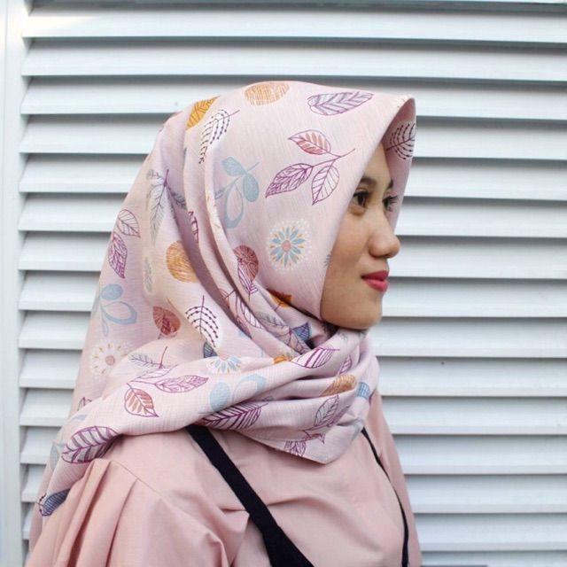 Saya menjual Hijab Segi Empat seharga Rp53.000. Dapatkan produk ini hanya di Shopee! https://shopee.co.id/veils/400812658 #ShopeeID