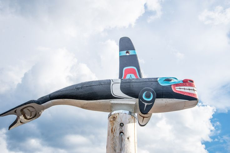 Carcross, the charming lakeshore village that is teeming with gold-rush and First Nations history is only a short 40 minute drive away from Whitehorse.