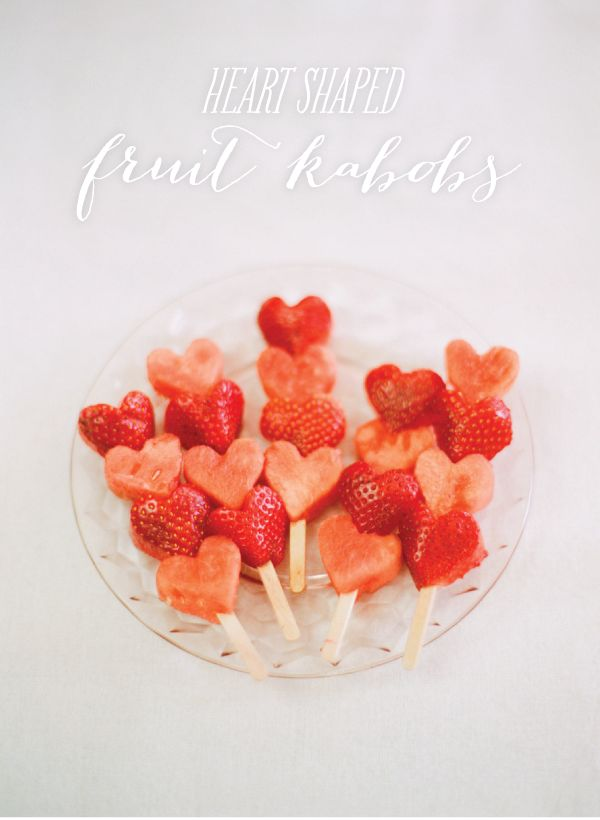 Valentines Day Recipes for Kids including these adorable and healthy fruit kabobs which would be great for a class party. #Healthy #ValentinesDay