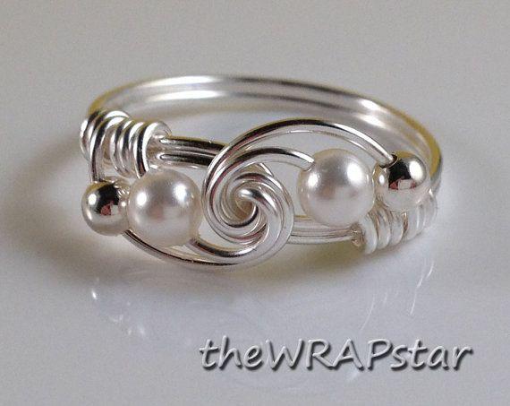 Weiße Perle Ring Draht gewickelt Schmuck von theWRAPstar auf Etsy