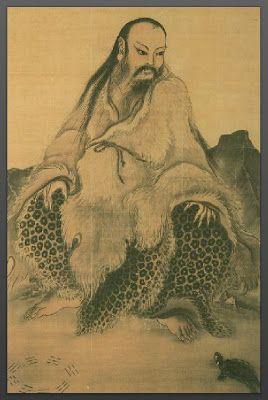 """PERMITID QUE OS PRESENTE A UN MAESTRO CHINO: Si a islas desiertas -ciudades por ejemplo-hubiera de llevarme un par de libros, uno de los que sin duda incluiría sería el """"I Ching - Libro de Mutaciones"""", documento original de antigua China que se ha usado por siglos como oráculo guiando en la decisión a emperadores y a la gente normal en """"día a día"""". En """"hexagramas"""" -sesenta y cuatro símbolos… (Ver más ➦)…"""