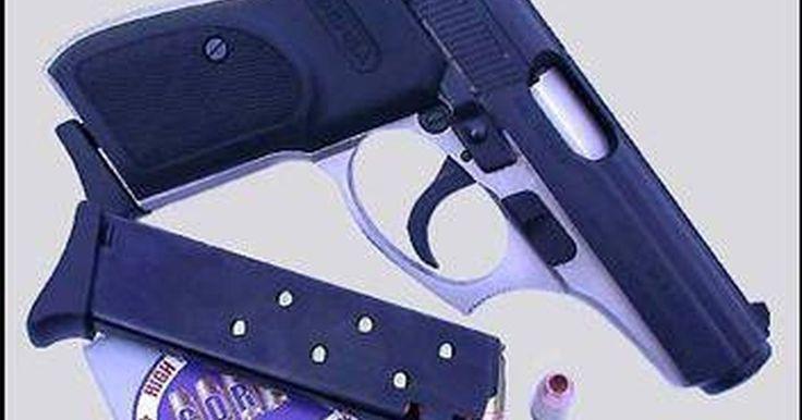 Como desmontar uma pistola calibre .380. A arma calibre .38 tem sido uma escolha popular para as pessoas que precisam de uma pistola de repetição leve e compacta. Fáceis de serem escondidas, alguns modelos são feitos com plástico para evitar a notificação por sistemas de detecção de metal. A documentação para saber como desmontar uma pistola .38 não se encontra facilmente devido aos ...