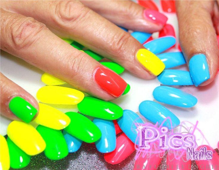 Smalto Semipermanente Neon: colori giovani, allegri e di tendenza, per mani orignali e alla moda con Pics Nails!