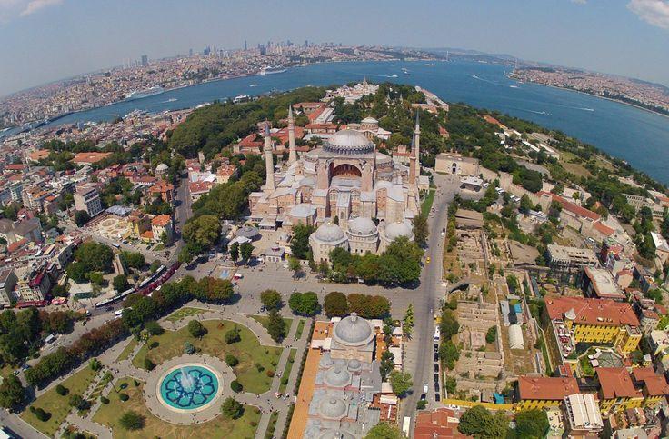 СТАМБУЛ С ВЫСОТЫ ПТИЧЬЕГО ПОЛЕТА. Предлагаем вашему вниманию уникальную возможность совершить прогулку на вертолете над Стамбулом. Это прекрасный шанс увидеть исторические достопримечательности, и не только, с высоты птичьего полета, получить незабываемые впечатления и сделать уникальные фото на память. http://www.istanbultravel.su/service_price/helicopter/