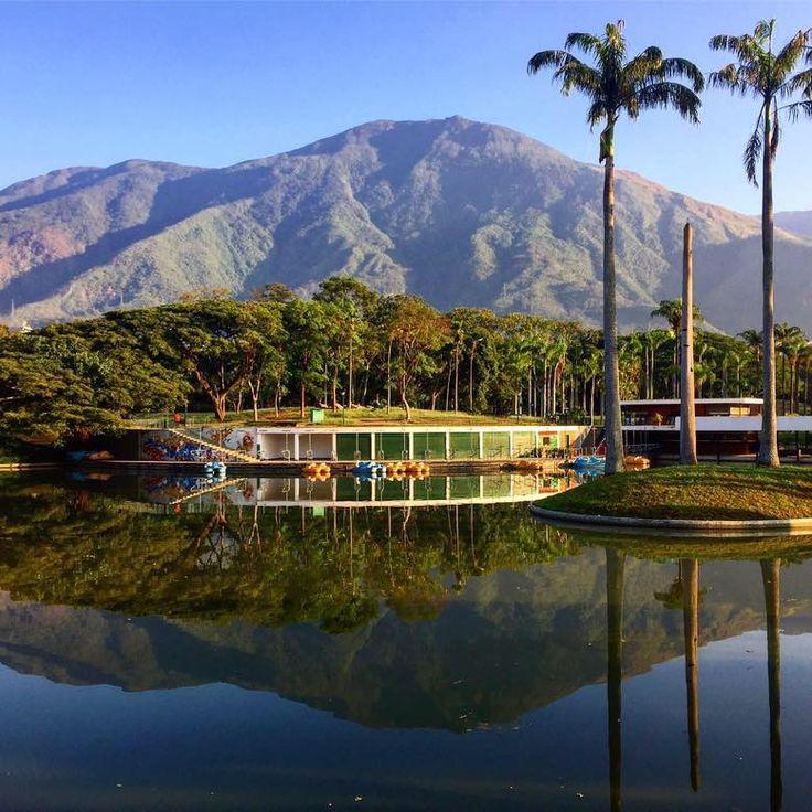 El Avila y Caracas Vía fb Miguel E Osio