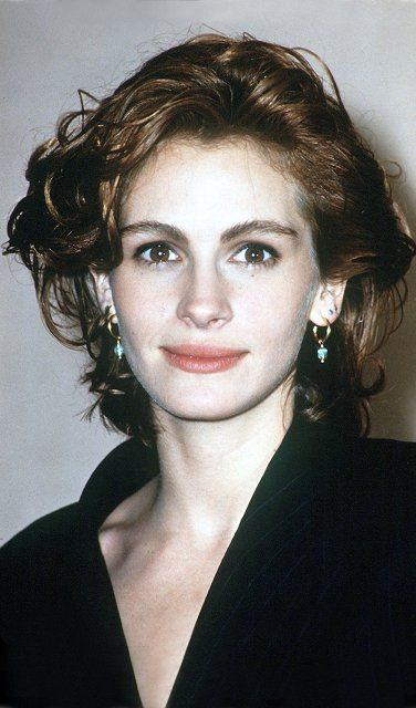 1990: Mutig: Julia trennt sich von ihrer Mähne für einen Wuschelkopf à la Meg Ryan
