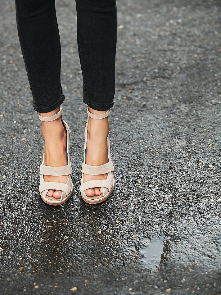 Can you still wear nude sandals in the fall? I think yes!
