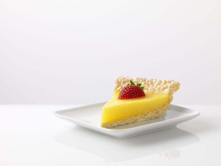 Delicious Marshmallow Crispy Lemon Pie! Lemon pudding makes a yummy ...