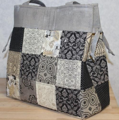 The Juberry Shades of Grey Bag designed by Julie Betts Designed by Julie Betts of Juberry Fabrics this new bag pattern is available for only £7.25.