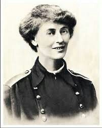 Constance Markievicz, condessa  anglo irlandesa, nacionalista, sufragista, socialista.      Participou de inúmeros esforços para independência da Irlanda.