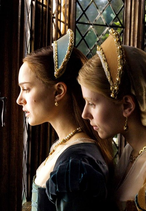 The Other Boleyn Girl - Natalie Portman and Scarlett Johansson as Anne and Mary Boleyn wearing velvet dresses and matching beaded headpieces.