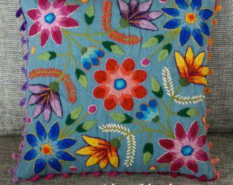 Cubiertas de la almohadilla peruano bordadas de lana de oveja