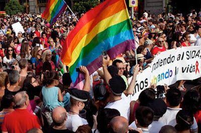 La revolución del Orgullo Gay, uno de los grandes cambios de Ahora Madrid... para 2016 Se acabaron las trabas del Ayuntamiento. El nuevo Gobierno de Manuela Carmena quiere unas fiestas del Orgullo Gay más reivindicativas.  Esther Arroyo | Vozpópuli, 2015-06-21 http://vozpopuli.com/actualidad/64193-la-revolucion-del-orgullo-gay-uno-de-los-grandes-cambios-de-ahora-madrid-para-2016