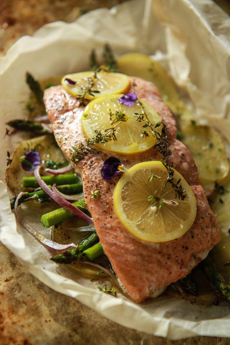 How to Perfectly Cook Salmon (CAN USE ALUMINUM FOIL INSTEAD OF PAPER)