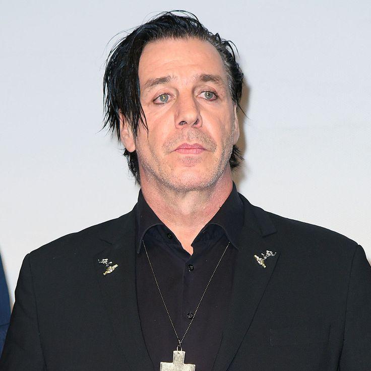 Till Lindemann: Datet er die heiße Mexikanerin? - Zwischen haufenweise Bärten und Tattoos, schwarzen T-Shirts und schwarzen Gothic-Look