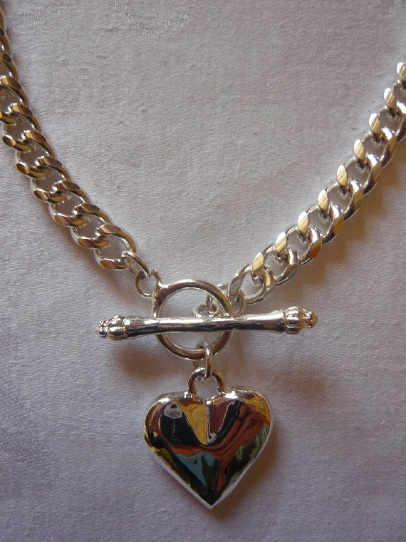 Silver-plated  Necklace with T-bar Fastner/Heart.