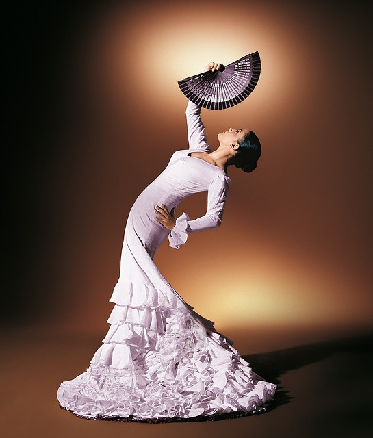 Eva Yerbabuena in her white bata de cola