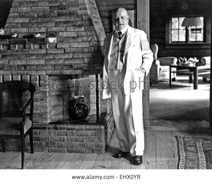 JEAN SIBELIUS (1865-1957) Finnish composer at his Jarvenpaa home in 1939 Stock Photo