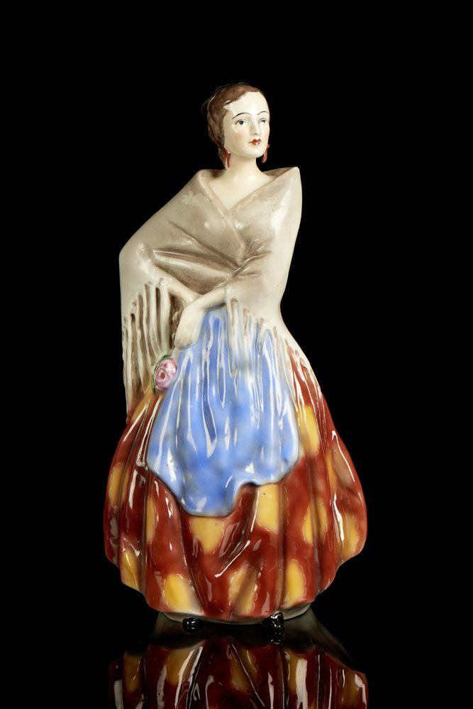 Aragonesa, garrafa em porcelana da Vista Alegre. Modelo e decoração criados em 1935. Decoração policromada, pintada à mão. Marca nº 31 (1924-1947). Alt. aprox.: 28 cm.