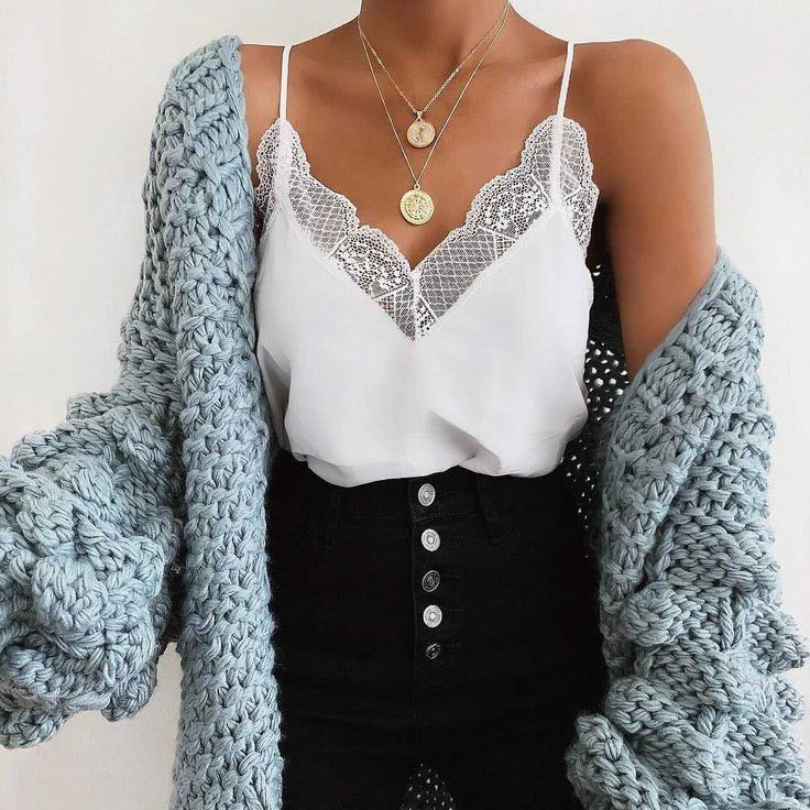 Lace Trimmed V Neck Swing Spaghetti Cami Top – –